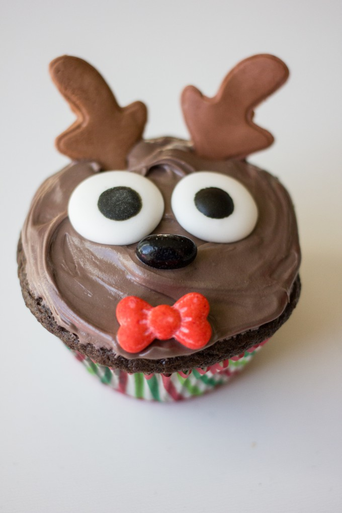Cute Holiday Reindeer Cupcakes