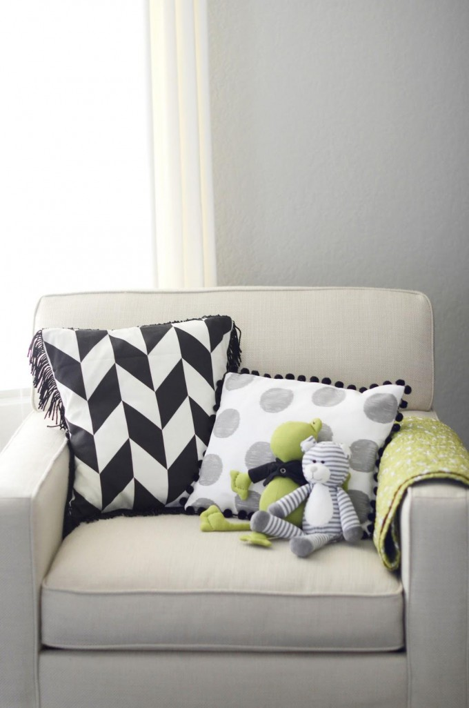 Easy DIY Pillows for your Nursery