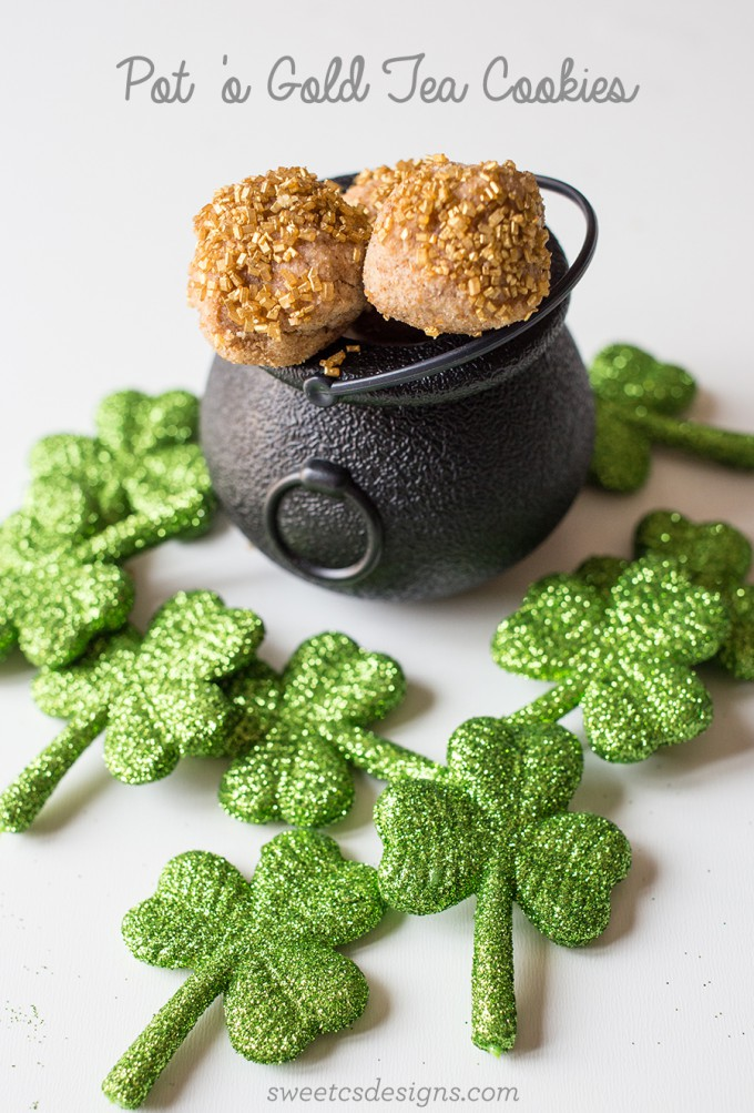 Cute St. Patrick's Day Idea // Yummy Leprechaun Pot 'O Gold Tea Cookies