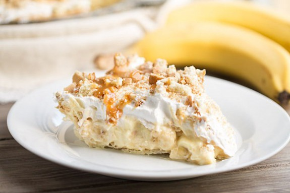 Delicious Banana Pudding Pie Recipe // Pi Day Recipe from This Gal Cooks