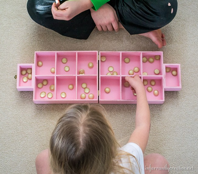 Keep your kids entertained with this DIY Mancala Play Set // DIY from InfarrantlyCreative.net for The Creative Spark