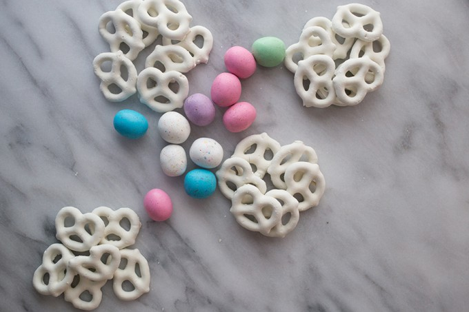 How to make Easter Egg Candy Pretzel Nests // Recipe from Sweet C's Designs on Blog.Joann.com