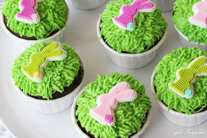 Cute for kids!! // Easy Easter Bunny Cupcakes