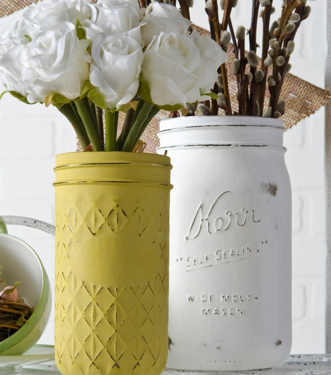 DIY Mason Jar Chalk Finish Vases // Perfect for Spring Decor