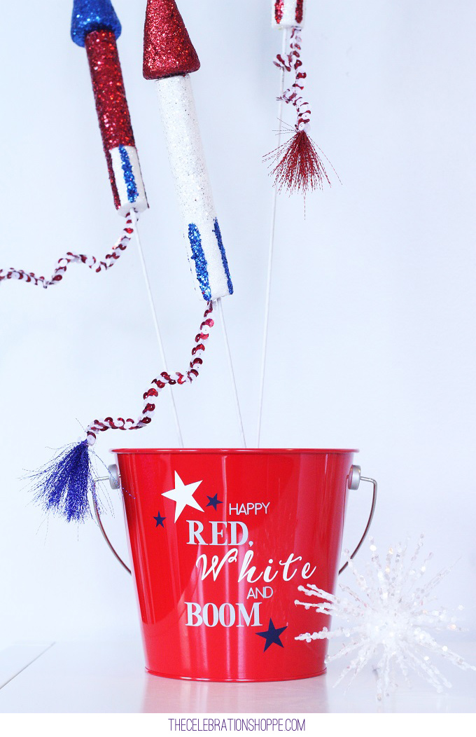 How To Make A 10-Minute Patriotic Wreath + Flag Pails // DIY Patriotic Decor for Memorial Day, 4th of July, Summer