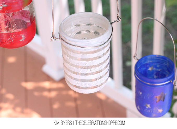 Mason Jar Project // DIY Tutorial For This Patriotic Luminary at blog.joann.com