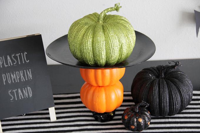 Plastic Pumpkin Stand DIY