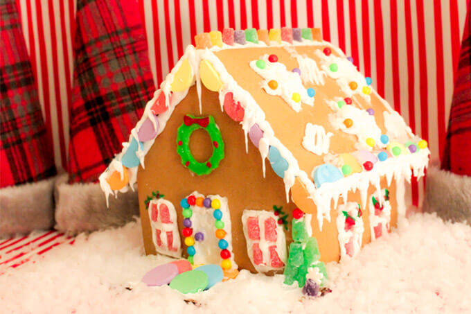 Easy Gingerbread House DIY