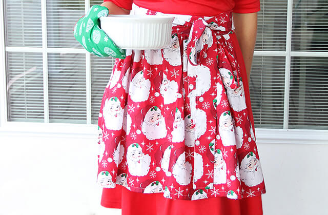 Easy to Make Apron with Detachable Oven Mitt