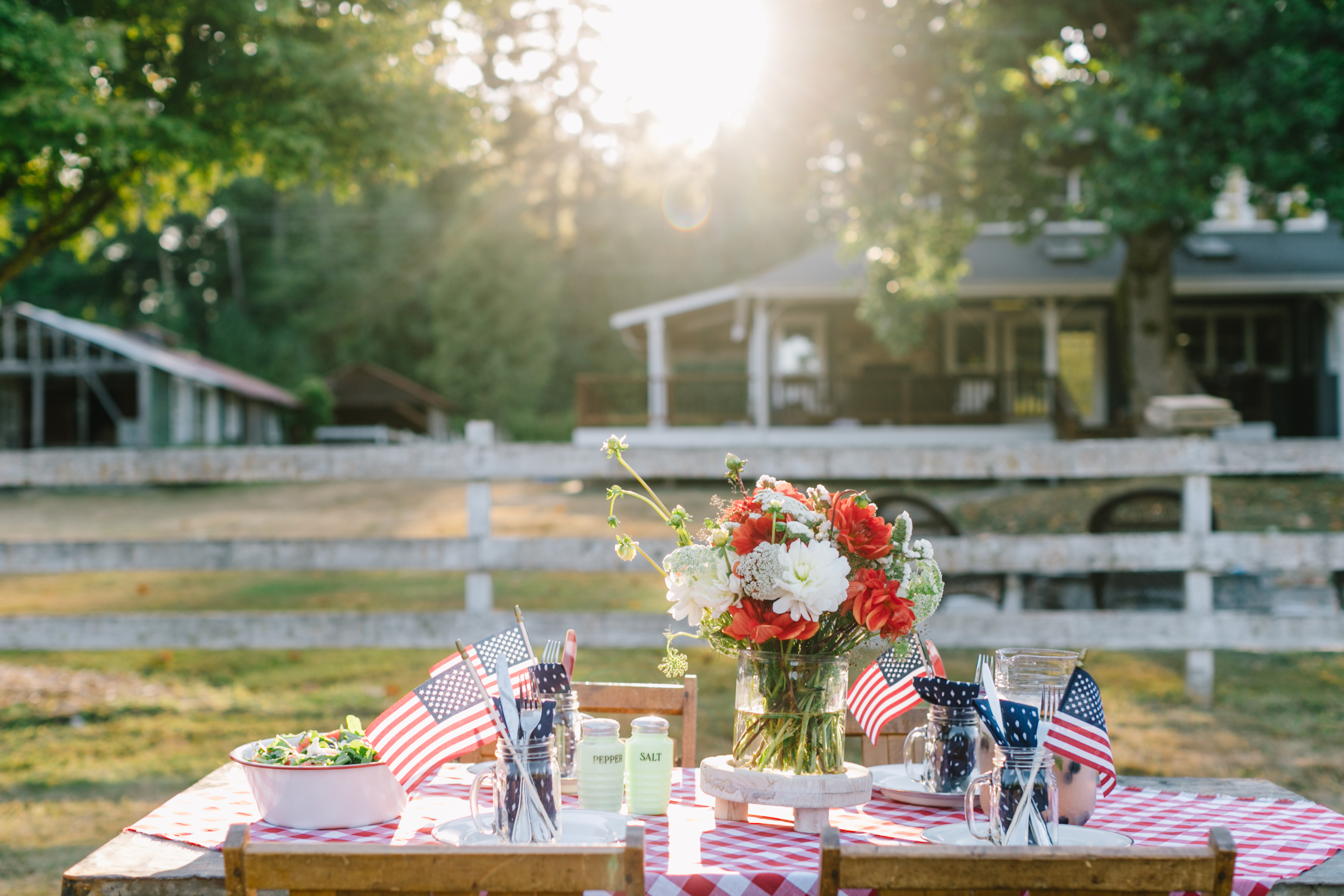 How to Create a DIY Outdoor Tablescape for Labor Day