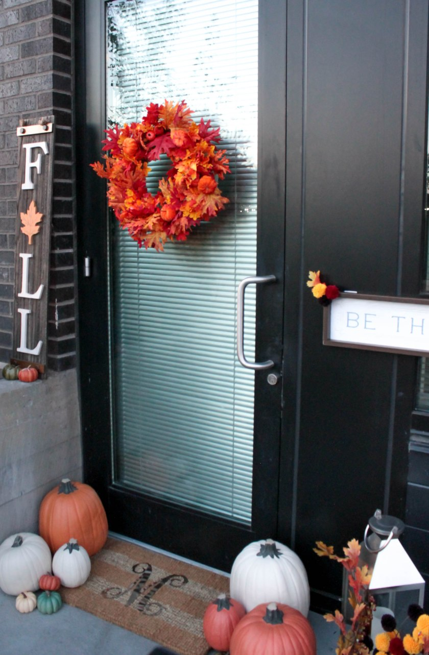 Festive Fall Porch Decorations (1)