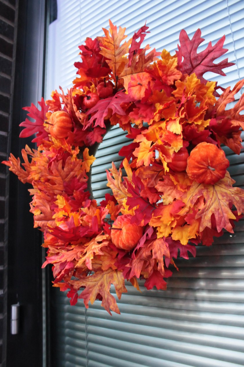 Festive Fall Porch Decorations (10)
