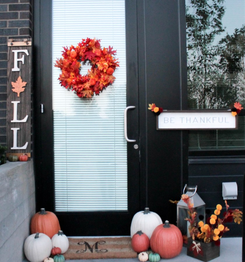 Festive Fall Porch Decorations (13)