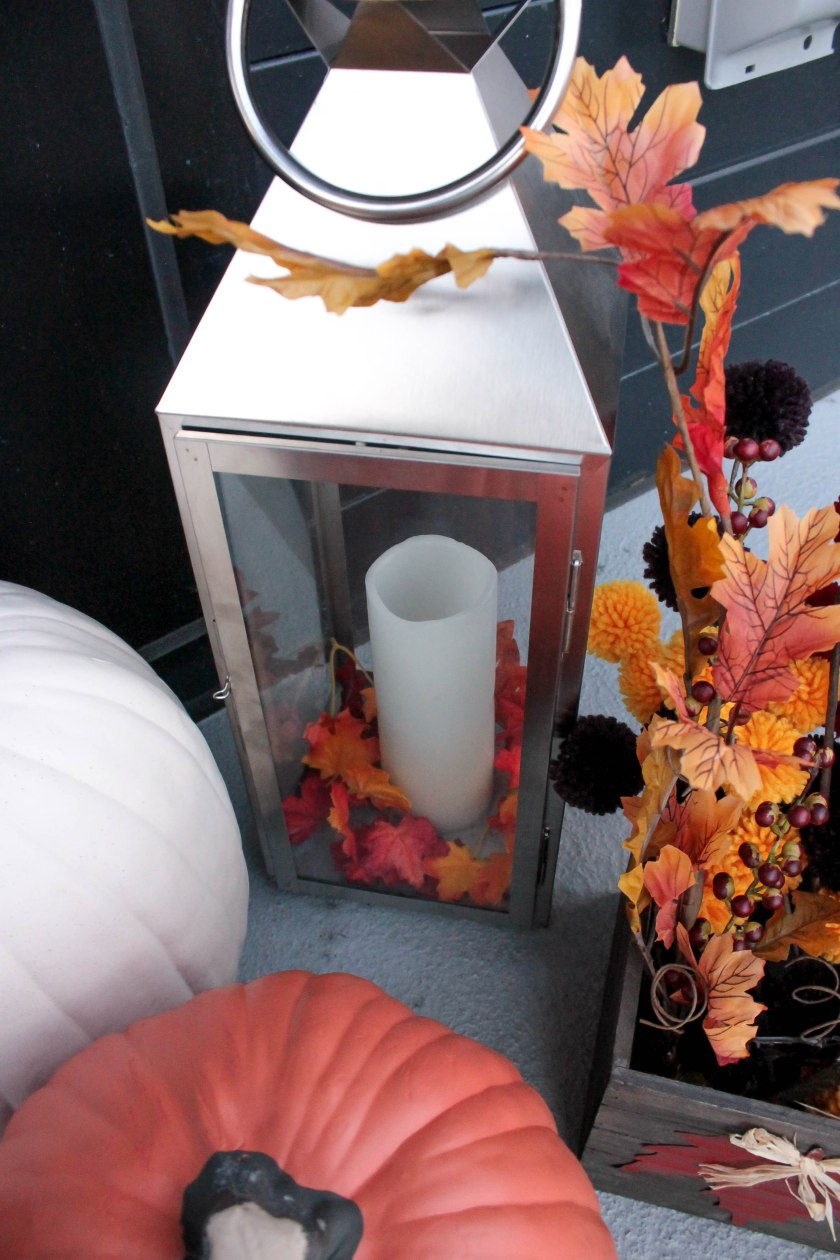 Festive Fall Porch Decorations (4)