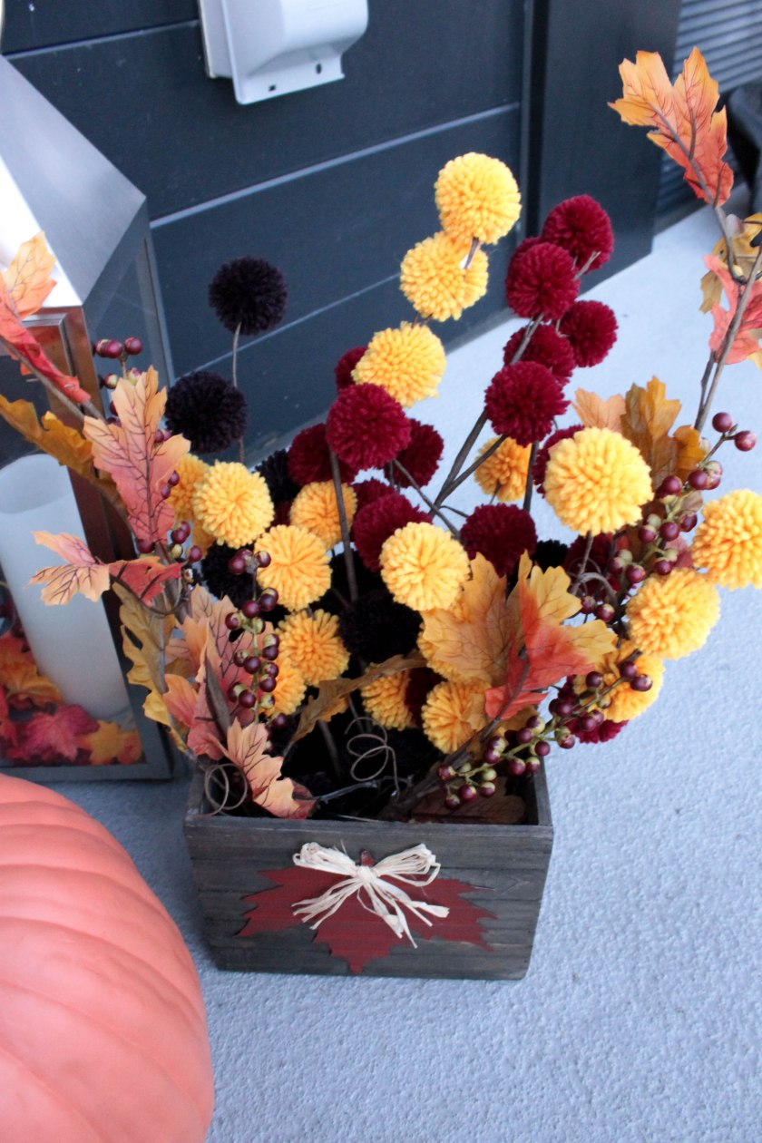 Festive Fall Porch Decorations (5)