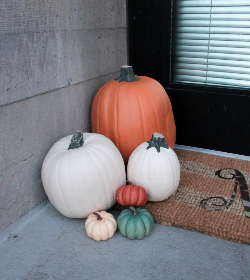 Festive Fall Porch Decorations (7)