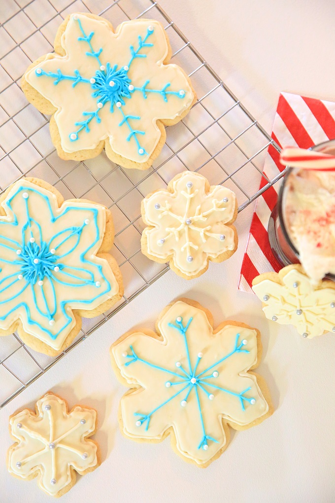 Beautiful Snowflake Christmas Cookies