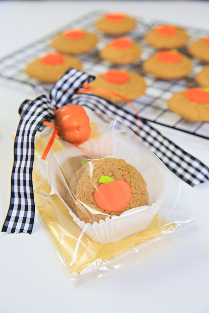 Decorate and Gift Gorgeous Pumpkin Spice Cookies