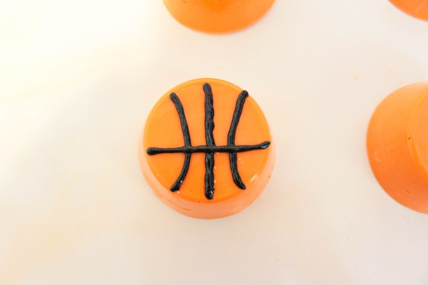 DIY Basketball Chocolate Covered Oreos (1)